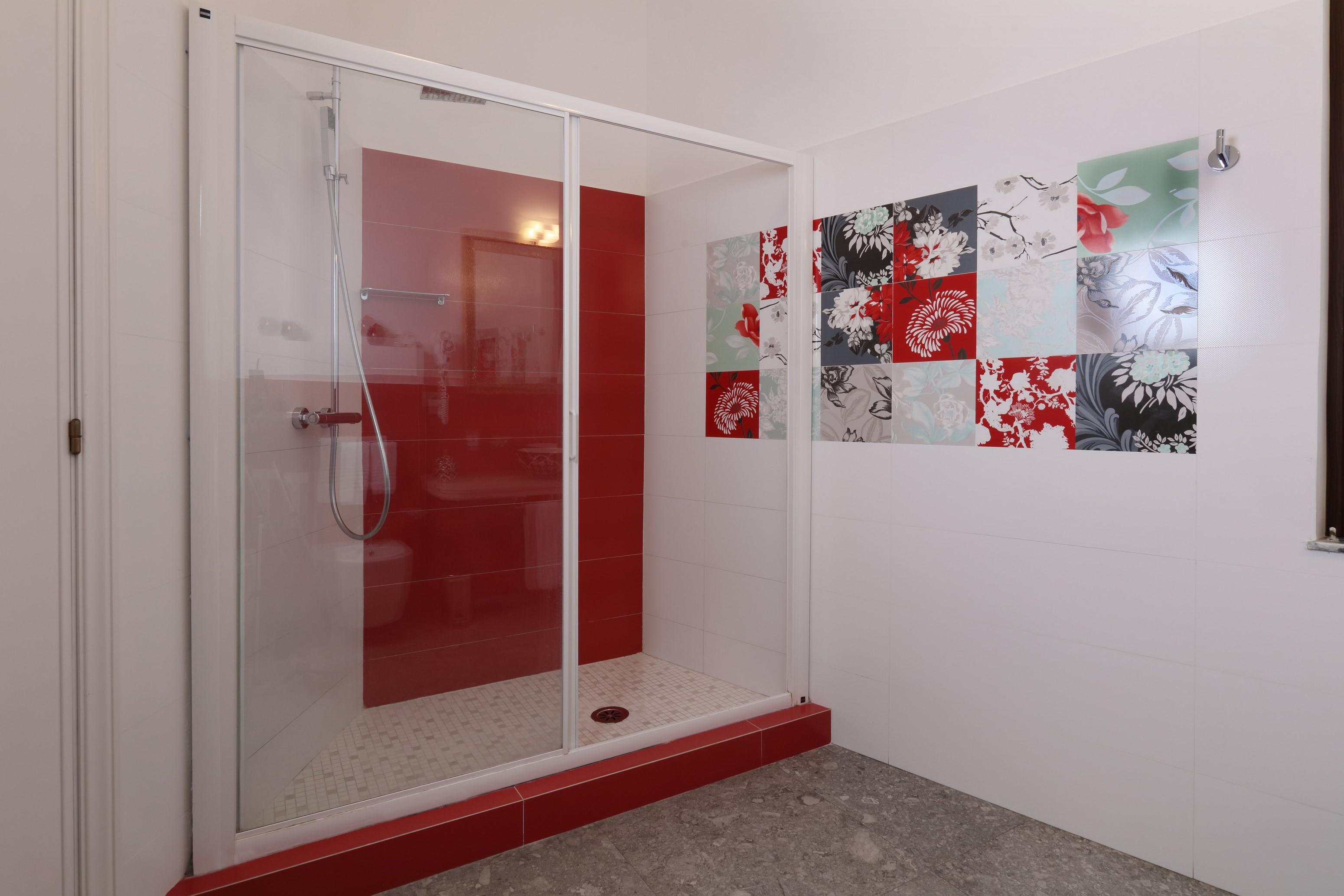 Slide 6 down Gloeden Suite Room Taormina