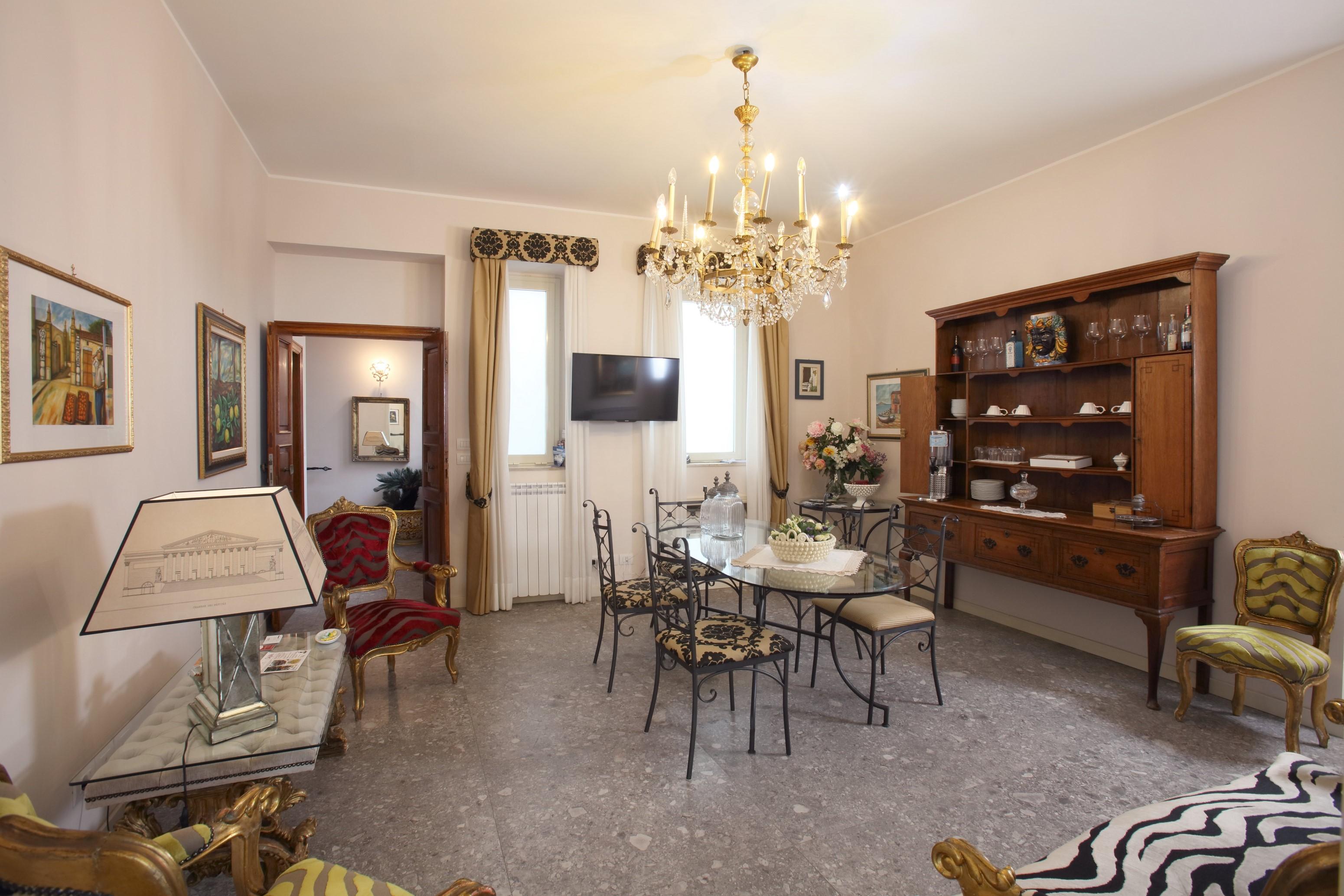 Slide 5 down Gloeden Suite Room Taormina
